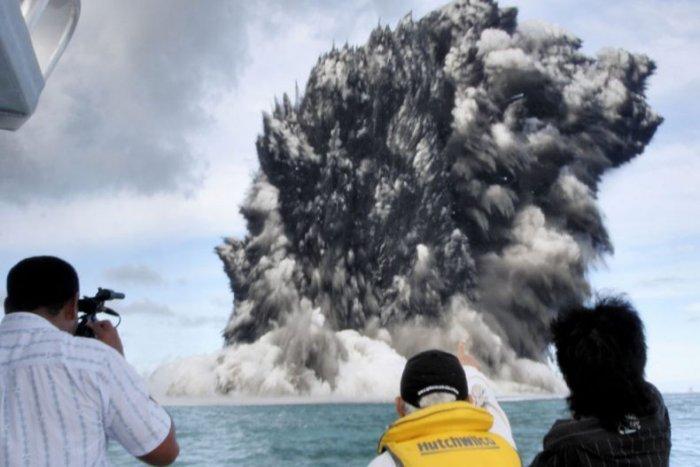 Извержение подземного вулкана (11 фото)