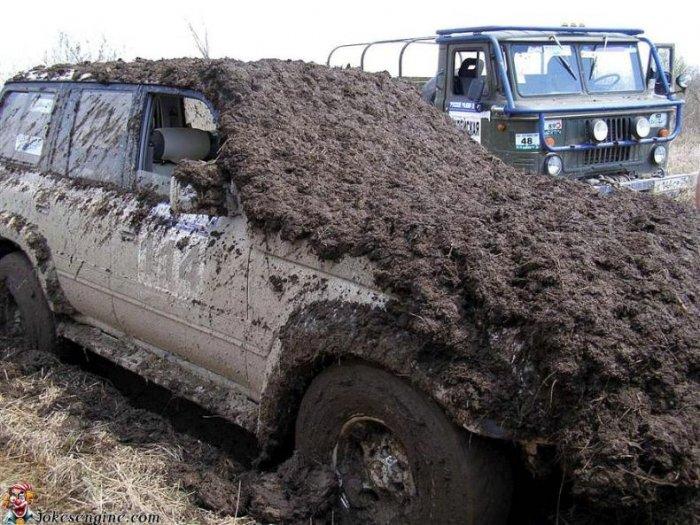 Неправильный способ вытаскивания автомобиля (2 фото)