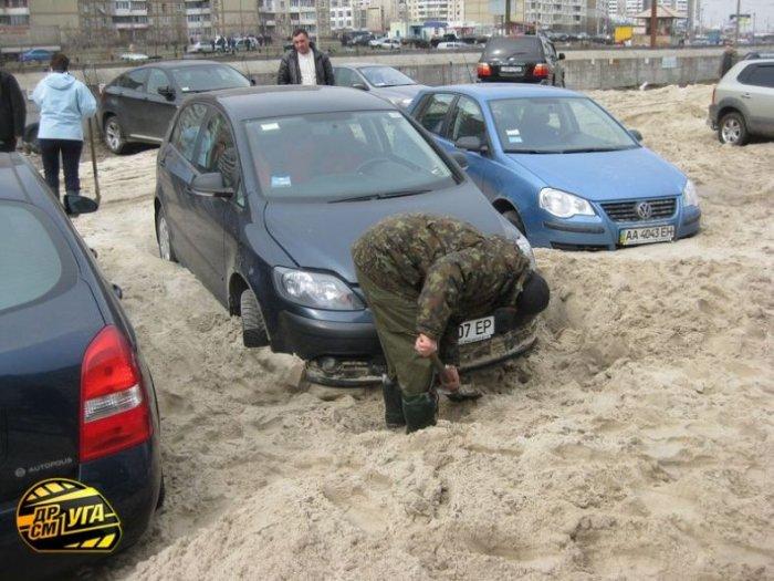 Песочница на стоянке (7 фото)