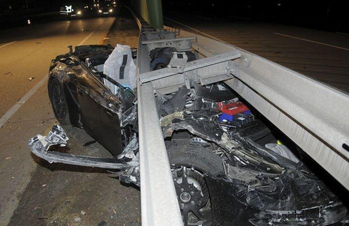 Авария с тестовым Порше (5 фото)