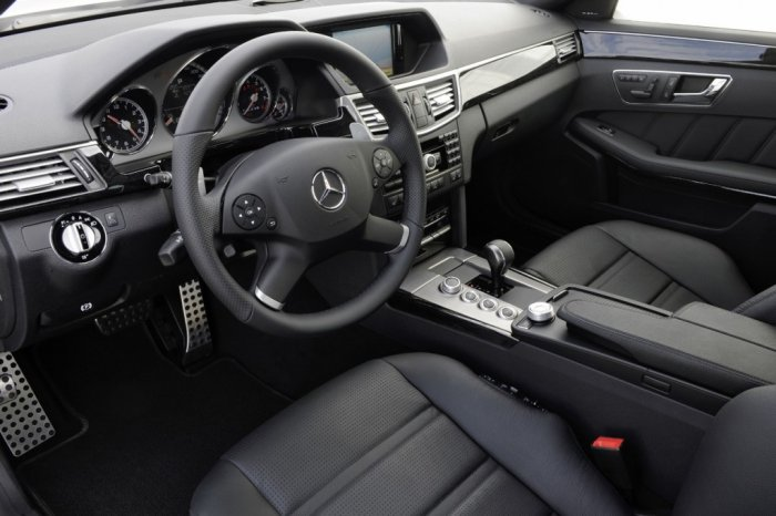 Mercedes-Benz E63 AMG 2009 года (19 фото)