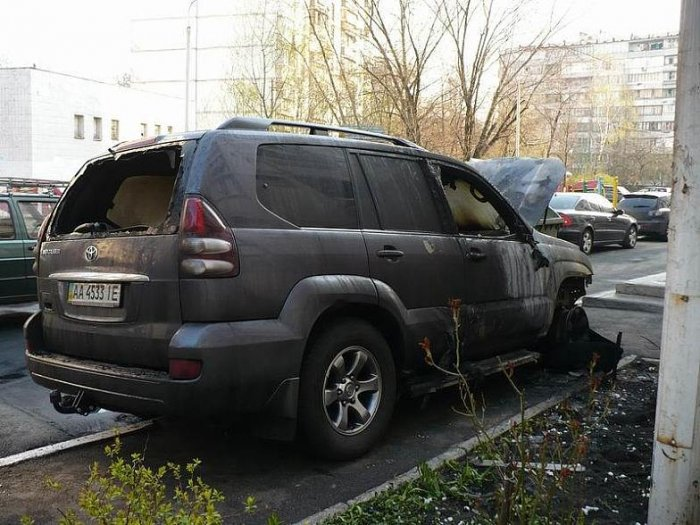 Не стоит парковаться на тратуаре (13 фото)
