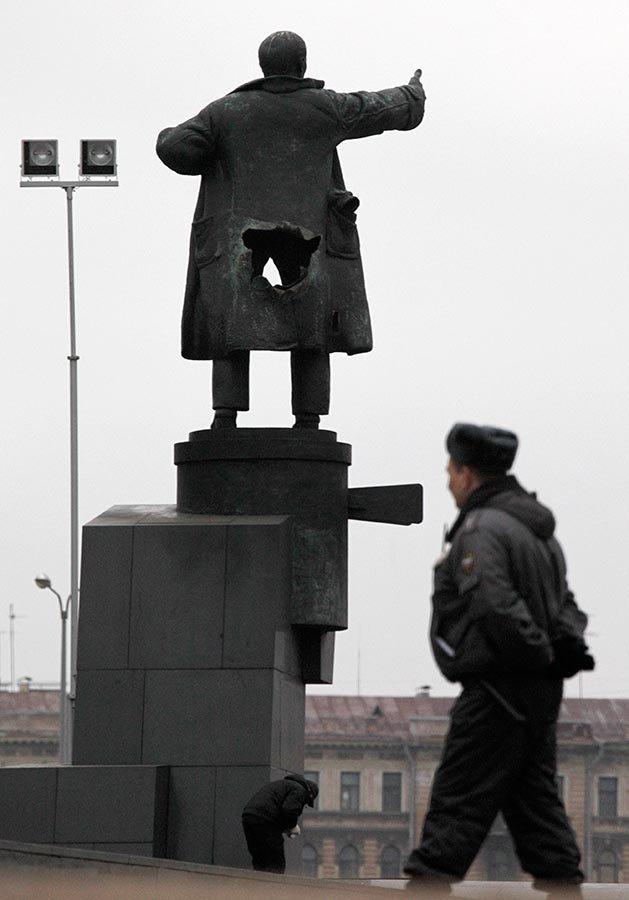 Дырявый Ленин (7 фото)