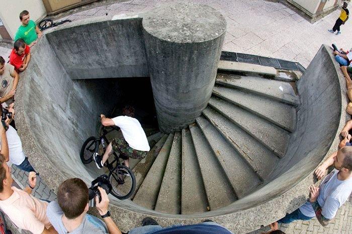 Трюк на велосипеде (9 фото)