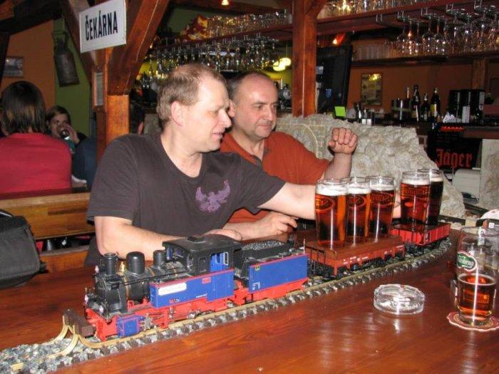 Бар с поездами (11 фото)