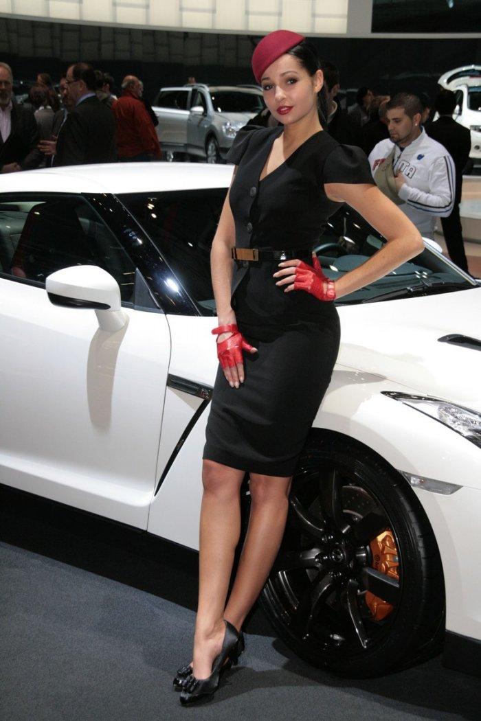 Девушки + автомобили (27 фото)