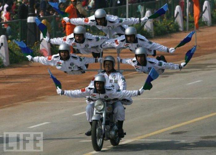 Необычные военные парады (24 фото)