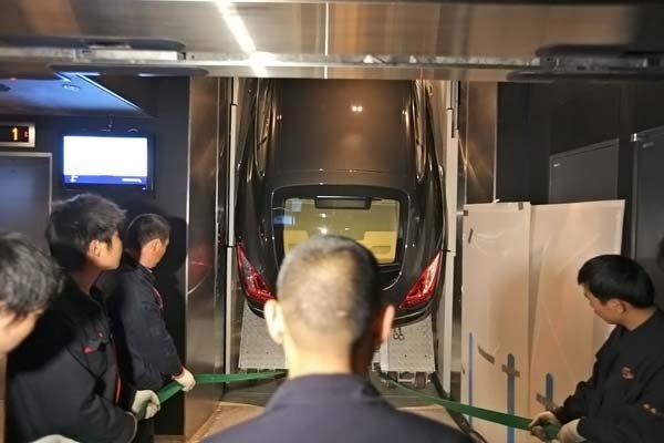 Порше на лифте (5 фото)