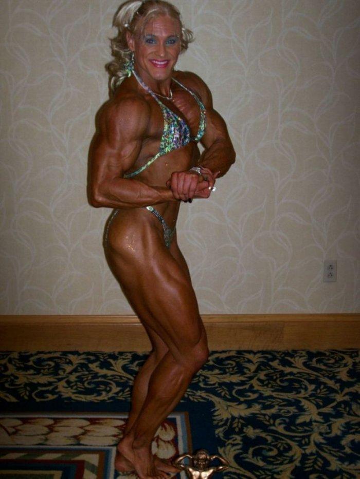 Девушка, пребравшая со стеройдами (24 фото)