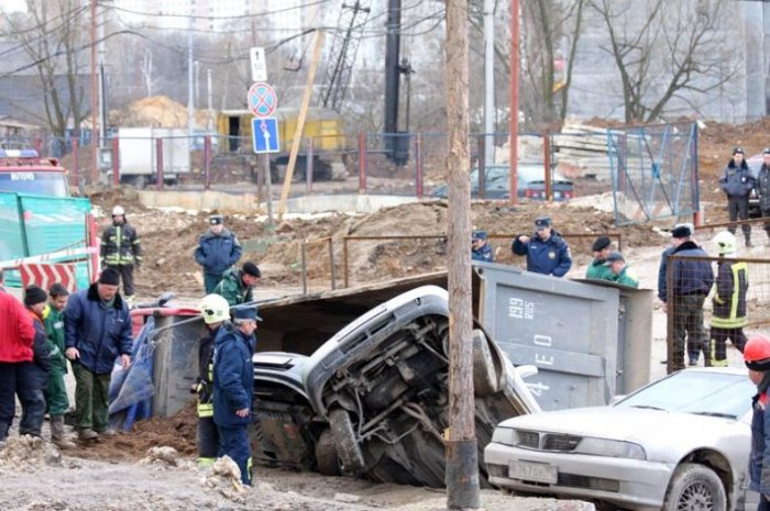 Провал в Южном Бутово (18 фото)