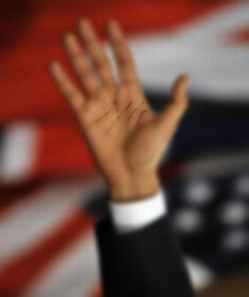 Ладонь Обамы (2 фото)