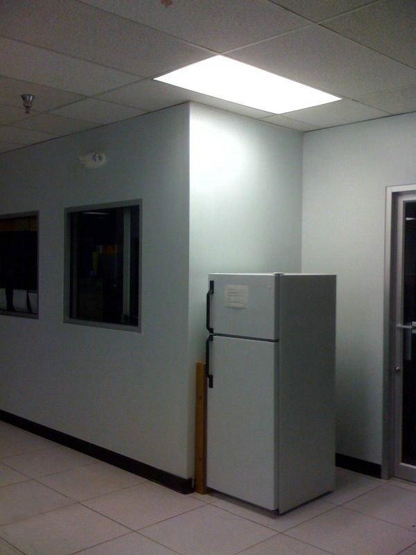 Прикол над коллегой по офису (5 фото)