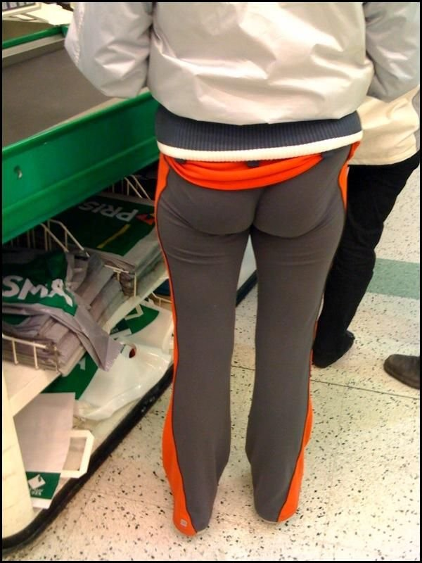 Подборка фотографий , где обтягивающие штаны на девушках. Только все