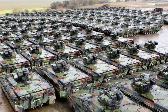 Уничтожение танков в Германии (3 фото)