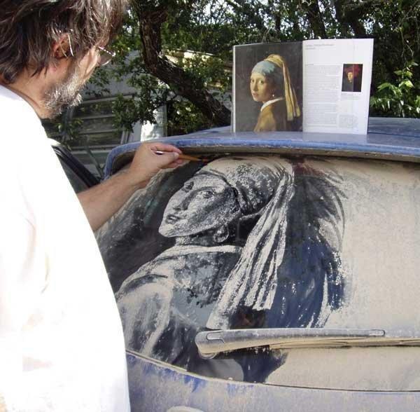 Рисунки на пыльных стеклах автомобилей (13 фото)