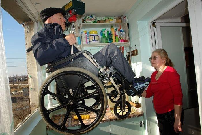Лифт для инвалида (3 фото)