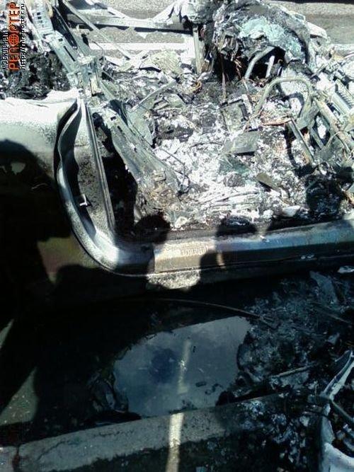 Сгоревший Феррари (30 фото)