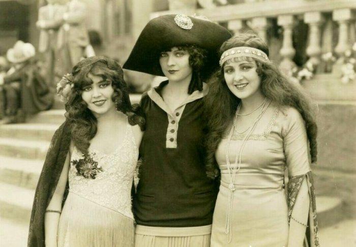 Девушки из прошлого (20 фото)