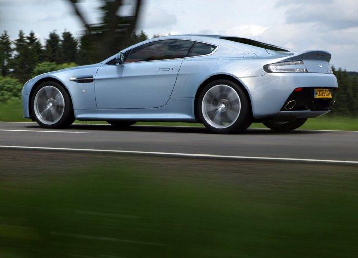 Aston Martin V12 Vantage (11 фото)