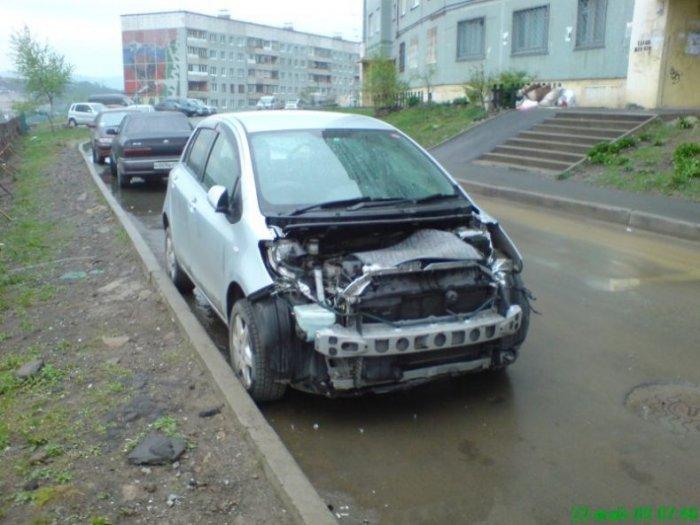 Не оставляйте машины на ночь во дворах (8 фото)