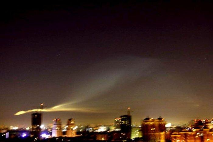 Странный объект над Москвой (13 фото)