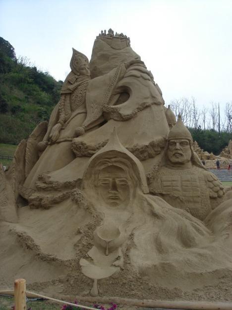 Скульптуры из песка (13 фото)