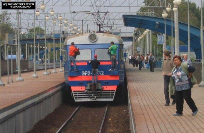 Зайцы на поездах (17 фото)