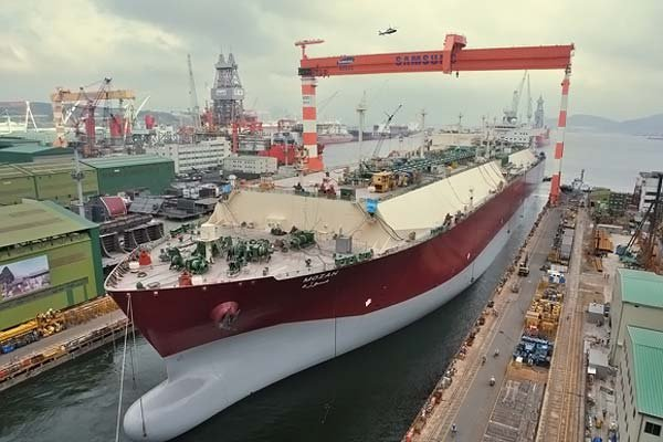 Самый большой газовый танкер (5 фото)