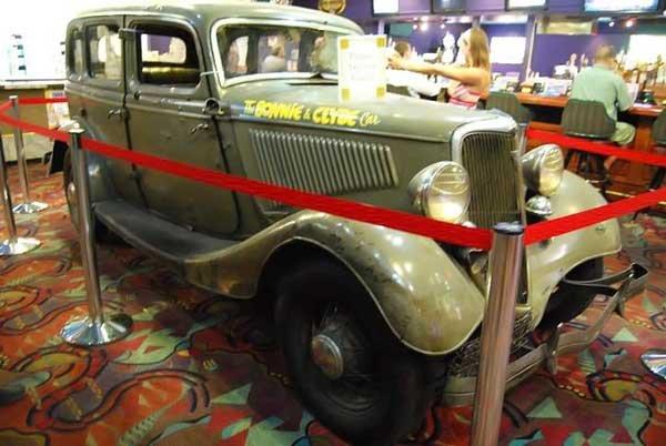 Автомобиль Бонни и Клайда (5 фото)