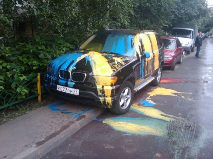 Наказание за парковку на тротуаре (3 фото)