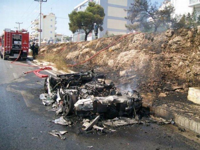 Еще один сгоревший суперкар (8 фото)