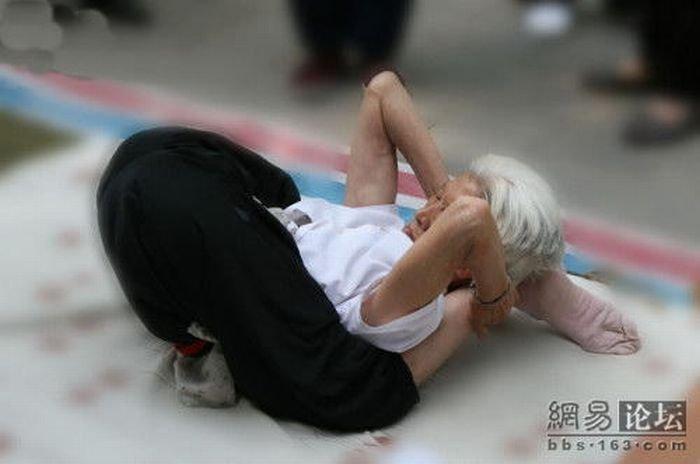 80-ти летняя любительница йоги (10 фото)