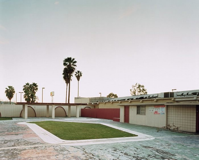 Заброшенные мотели в США (18 фото)