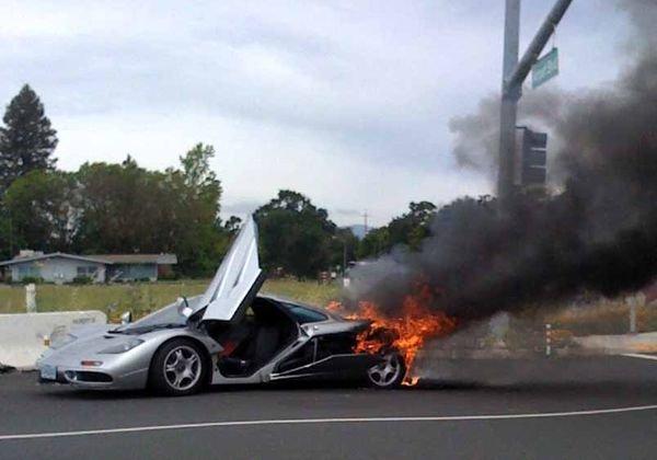 Загорелся McLaren F1 (7 фото)
