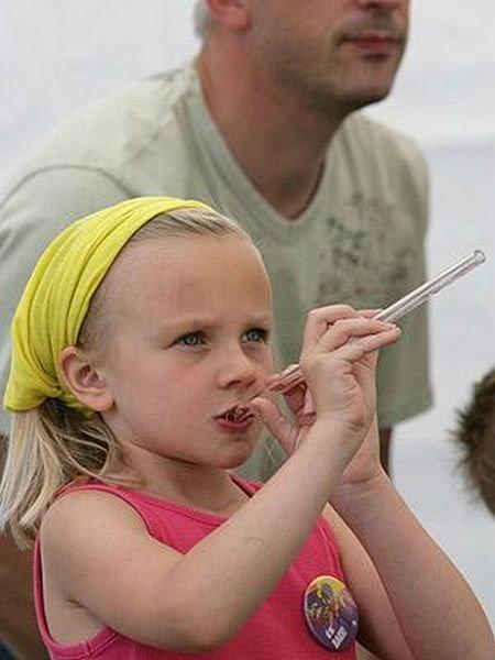 Соревнования по плевками на меткость (11 фото)