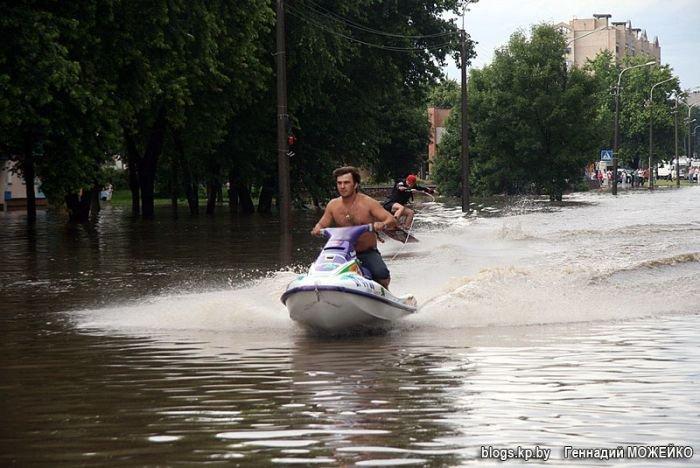 На водном мотоцикле по Минску (8 фото)