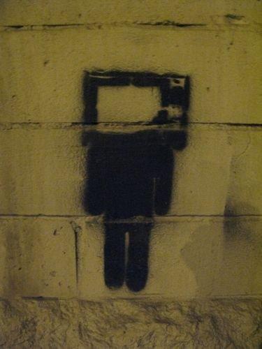 Прикольные рисунки на стенах домов (39 фото)