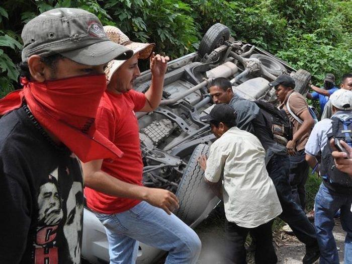 В Гондурасе полицию не любят (6 фото)