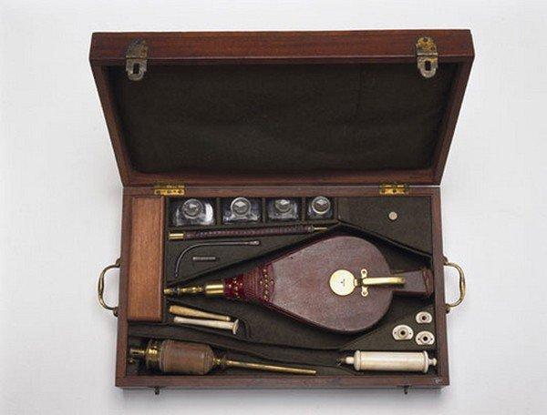 Инструменты врачей прошлого (13 фото)