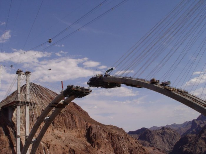 Строительство моста над плотиной Гувера (8 фото)
