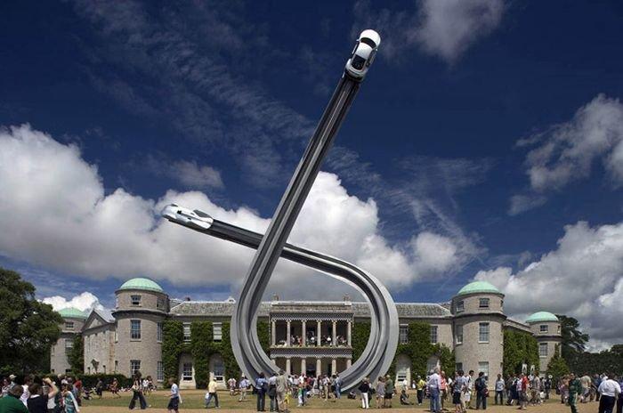 Скульптура к столетию Audi (10 фото)
