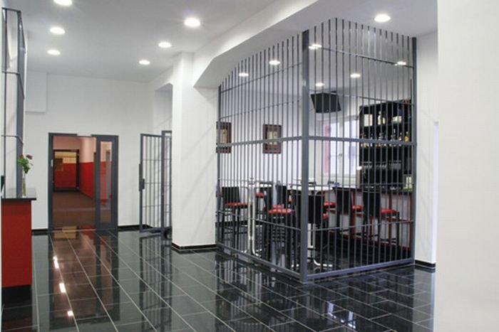 Гостиница-тюрьма (18 фото)