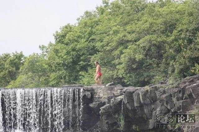 Прыжок с водопада (16 фото)