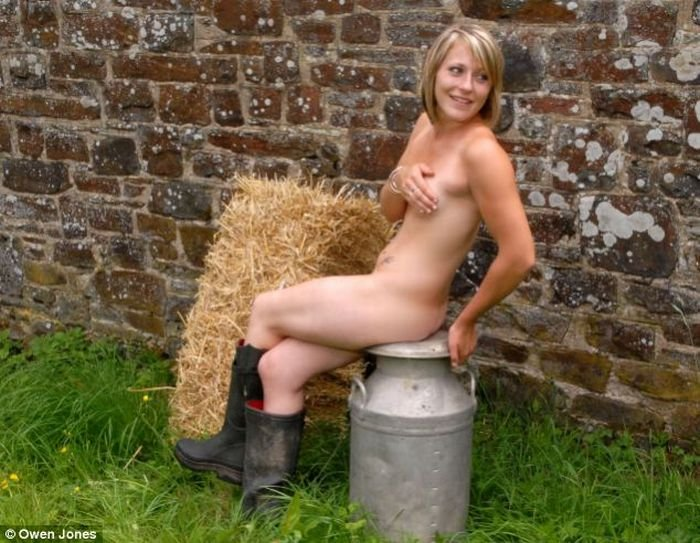 Голые фермерши (7 фото)