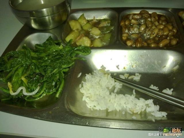 В китайской столовой (4 фото)