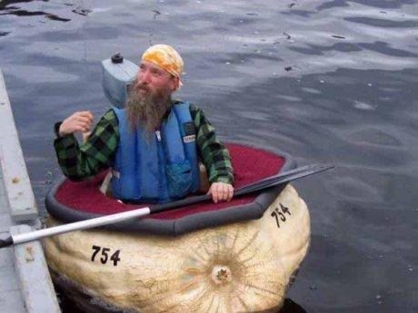 Лодка из тыквы (6 фото)