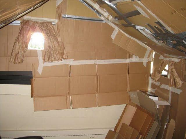 Картонный домик в офисе (15 фото)