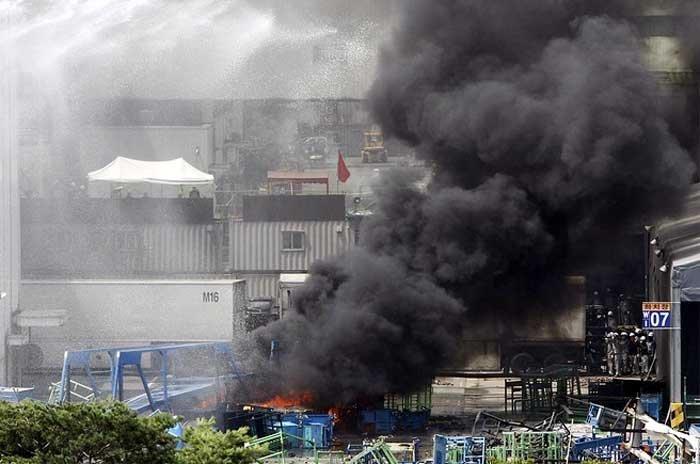 На заводе SsangYong война (11 фото)