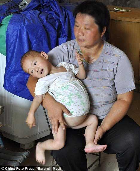 Беременная девочка (3 фото)