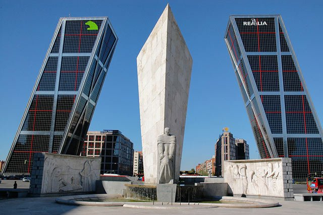 Самые необычные здания (79 фото)
